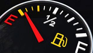 با چراغ روشن بنزین چقدر میتوان حرکت کرد